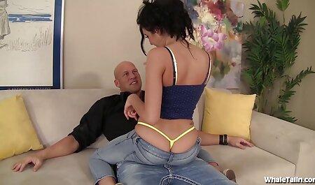 Beau sexe avec une fille avec des motifs sur le grand porno dingue chinois lit.
