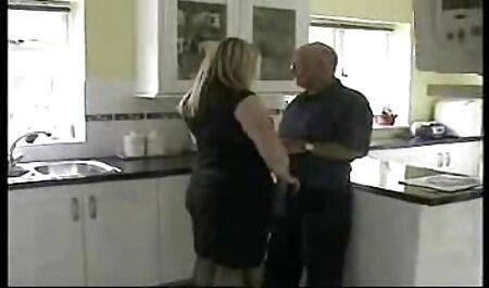 Un homme riche qui mange son voisin devant la porno x chinois maison.
