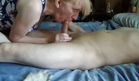Deux employés mangeant grand-mère au bureau. porno de chinoi