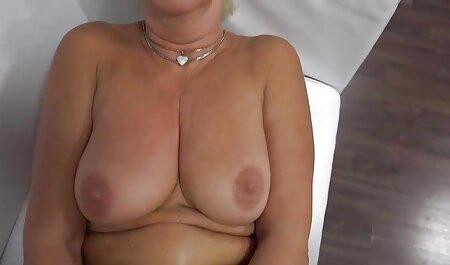 Un homme lèche video porno chinois gratuit une fille et lui manque.
