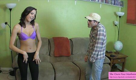 Une fille en jupe courte qui baise film porn chinois des étrangers pour de l'argent.