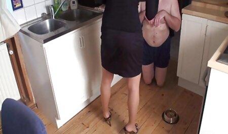 Deux chanceux rejoignent trois filles ordinaires. massage chinois porno