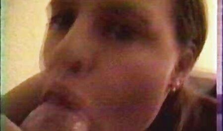 Lécher et baiser une salope dans un taxi. film porno avec des chinoises