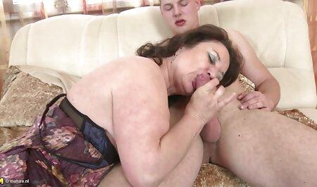 Princesse lèche la film porn chinois chatte Belle-mère avec de gros seins