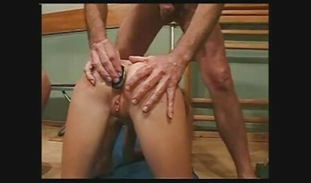 Elle donne de la beauté à sa bouche et la porno dessin animé chinois baise dans le vagin.