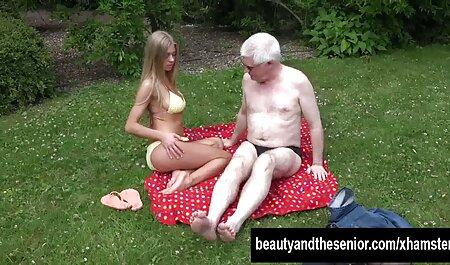 Il film sex chinoi a baisé deux filles en maillot de bain.