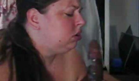 Blonde se prend la virginité de la porno les chinois bite rose.