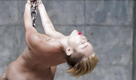 Baise blondes avec de gros seins et des gencives film porn chinois dans son
