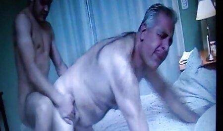 Les hommes adultes ayant des relations bus chinois porno sexuelles avec des mulats juteux.