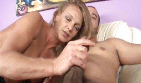 Une salope qui donne des porno dingue chinois fellations à la boîte de nuit.