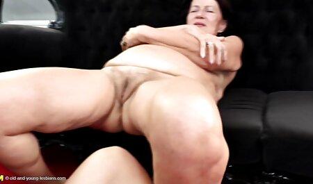Les grandes femmes jouent avec les clients pour de l'argent massage chinois porno et du sperme.