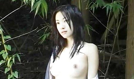 Trois vieux hommes baise jeune passion dans le film porno chinois leurs trous rasés.