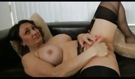 La brune a porno x chinois amené une copine chaude à baiser.