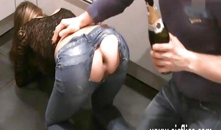 Ivre Fille bus chinois porno Assis sur un serré de poulet