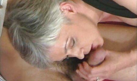 Cette salope rouge baise son amant dans le vagin. le film porno chinois