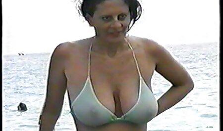 Blanc salope en bas se fait baiser dur par une femme porno dingue chinois noire.