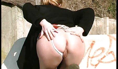 Femmes adultes harcelant un jeune homme avec une porno les chinois fellation.