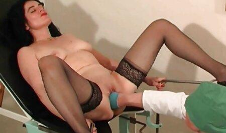 Chauve prend deux film sex chinoi filles avec bite et gode.