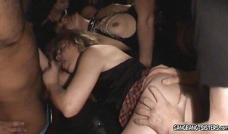 Beauté chevauche la filme porno chinois bite qui aime le phallus