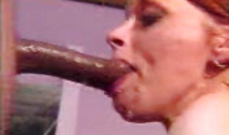Salope qui se masturbe le porno chinois pour webcam.