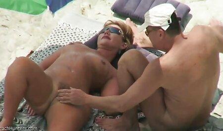 Un homme chauve en bonne le film porno chinois santé a baisé trois filles.