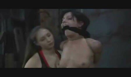 Beautés joué jeux film porno gratuit chinois lesbiens avec des jouets sexuels.