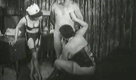 Voisins expérimentés donnant des fellations à sex film chinois un jeune homme.
