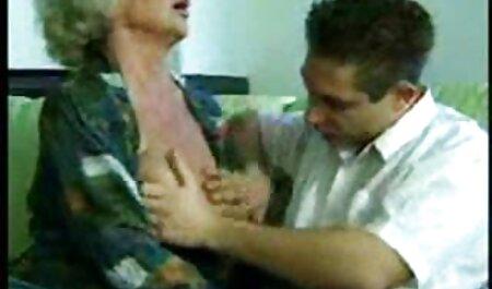 Plantureuse tante sauts sur cousin. film porno avec des chinoises